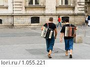 Купить «Аккордеонисты на площади Терро в Лионе, Франция», фото № 1055221, снято 7 августа 2009 г. (c) Игорь Киселёв / Фотобанк Лори