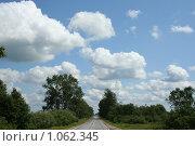 Купить «Облака над дорогой», фото № 1062345, снято 12 июля 2009 г. (c) Сергей Тундра / Фотобанк Лори