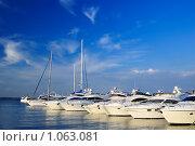 Купить «Яхты в порту», фото № 1063081, снято 1 июля 2008 г. (c) Арестов Андрей Павлович / Фотобанк Лори