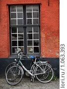 Бельгия. Брюгге. Окно жилого здания (2009 год). Редакционное фото, фотограф Татьяна Лата / Фотобанк Лори