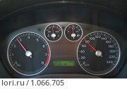 Приборная панель автомобиля. Стоковое фото, фотограф Владимир Кириенко / Фотобанк Лори