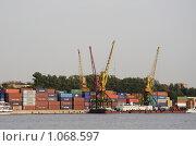 Купить «Портовые краны», фото № 1068597, снято 5 сентября 2008 г. (c) Андрей Ерофеев / Фотобанк Лори