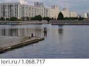 Купить «Рыбак на реке Смоленке», фото № 1068717, снято 3 сентября 2009 г. (c) Светлана Соколова / Фотобанк Лори