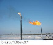 Купить «Два газовых факела», фото № 1069697, снято 8 февраля 2008 г. (c) Булат Каримов / Фотобанк Лори