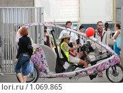 Купить «Велотакси», фото № 1069865, снято 4 сентября 2009 г. (c) Григорий Евсеев / Фотобанк Лори