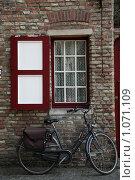 Бельгия. Брюгге. Окно старого города (2009 год). Стоковое фото, фотограф Татьяна Лата / Фотобанк Лори
