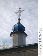 Надвратный крест. Стоковое фото, фотограф Сергей Савостьянов / Фотобанк Лори