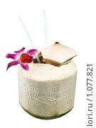 Купить «Кокосовый коктейль на белом фоне», фото № 1077821, снято 24 января 2009 г. (c) Куликова Татьяна / Фотобанк Лори