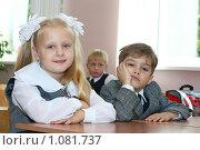 Купить «Юные школьники», фото № 1081737, снято 1 сентября 2009 г. (c) Оксана Гильман / Фотобанк Лори
