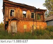 Купить «Заброшенный дом», фото № 1089637, снято 18 августа 2009 г. (c) Розов Андрей / Фотобанк Лори