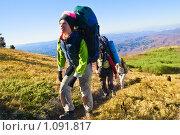 Купить «Туристы поднимаются в гору», фото № 1091817, снято 9 ноября 2008 г. (c) Хижняк Екатерина / Фотобанк Лори