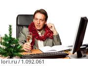 Купить «Молодой бизнесмен с бокалом шампанского за рабочим столом на белом фоне. Новый год.», фото № 1092061, снято 14 августа 2009 г. (c) Мельников Дмитрий / Фотобанк Лори