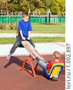 Купить «Два мальчика качаются на качелях», фото № 1092897, снято 12 сентября 2009 г. (c) Сергей Лаврентьев / Фотобанк Лори