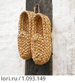 Купить «Лапти», фото № 1093149, снято 21 августа 2009 г. (c) Tamara Kulikova / Фотобанк Лори