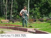 Купить «Газонокосильщик», фото № 1093705, снято 13 августа 2009 г. (c) Екатерина Воякина / Фотобанк Лори