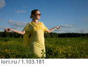 Девушка мечтает. Стоковое фото, фотограф Юлия Новикова / Фотобанк Лори