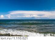 Облака над хребтом Хамар-Дабан на противоположном берегу озера Байкал (2009 год). Редакционное фото, фотограф Андрей Мелкозеров / Фотобанк Лори