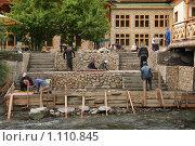 Рабочие на строительстве набережной (2009 год). Редакционное фото, фотограф Иван Новиков / Фотобанк Лори