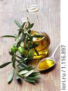 Купить «Оливковое масло и оливковая ветвь», фото № 1116897, снято 19 февраля 2019 г. (c) Stockphoto / Фотобанк Лори