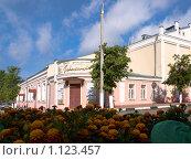 Купить «Серпуховский музыкально-драматический театр», фото № 1123457, снято 8 июня 2009 г. (c) Коротнев Виктор Георгиевич / Фотобанк Лори