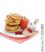 Купить «Оладьи с яблоками.Завтрак.», фото № 1123885, снято 29 сентября 2009 г. (c) Оксана Белая / Фотобанк Лори