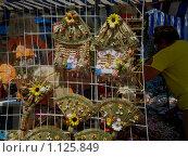 Лоток уличного торговца сувенирами в маленьком населенном пункте в Крыму (2008 год). Стоковое фото, фотограф Сергей Шульгин / Фотобанк Лори