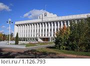 Купить «Здание правительства Омской области. Омск», фото № 1126793, снято 26 сентября 2009 г. (c) Юлия Машкова / Фотобанк Лори