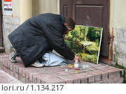 Питерский уличный художник (2009 год). Редакционное фото, фотограф Сизова Екатерина / Фотобанк Лори