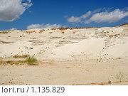 Купить «Песчаная гора в карьере на фоне голубого неба с облаками», фото № 1135829, снято 11 июля 2008 г. (c) Денис Дряшкин / Фотобанк Лори
