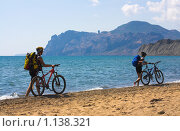 Купить «Велосипедисты в Коктебеле», фото № 1138321, снято 6 сентября 2009 г. (c) Кристина Викулова / Фотобанк Лори
