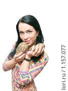 Купить «Девушка и клубни картофеля на белом фоне», фото № 1157077, снято 15 октября 2009 г. (c) Ирина Солошенко / Фотобанк Лори
