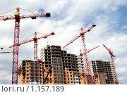 Купить «Строительные краны над домом», фото № 1157189, снято 6 июня 2008 г. (c) Лилия Барладян / Фотобанк Лори