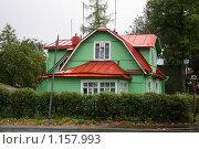 Купить «Жилой дом в Павловске», фото № 1157993, снято 30 сентября 2009 г. (c) Наталья Белотелова / Фотобанк Лори
