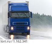 Купить «Грузовик под дождем», фото № 1162341, снято 5 сентября 2009 г. (c) Дмитрий Калиновский / Фотобанк Лори