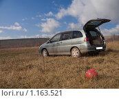Купить «Автомобиль на природе», фото № 1163521, снято 17 октября 2009 г. (c) Усова Светлана  Юрьевна / Фотобанк Лори