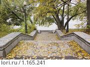 Купить «Нескучный сад. Спуск к набережной», фото № 1165241, снято 10 октября 2009 г. (c) Илюхина Наталья / Фотобанк Лори