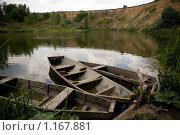 Лодки на берегу реки. Стоковое фото, фотограф Елена Тимошенко / Фотобанк Лори