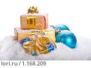 Купить «Елочные игрушки в снегу. Новогодняя композиция», фото № 1168209, снято 6 октября 2009 г. (c) Мельников Дмитрий / Фотобанк Лори