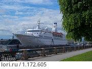 Корабль и набережная (2009 год). Редакционное фото, фотограф Антон Тимохин / Фотобанк Лори