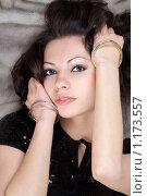 Купить «Портрет девушки, лежащей на норковой шубе», фото № 1173557, снято 17 марта 2009 г. (c) Сергей Сухоруков / Фотобанк Лори