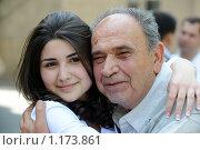 Купить «Обнимающиеся и улыбающиеся внучка и дедушка», фото № 1173861, снято 23 мая 2009 г. (c) Марианна Меликсетян / Фотобанк Лори