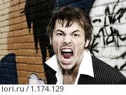 Купить «Портрет громко кричащего молодого мужчины на фоне кирпичной стены с граффити», фото № 1174129, снято 17 октября 2009 г. (c) Paul Bee / Фотобанк Лори