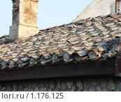 Крыша из черепицы. Стоковое фото, фотограф Александр Завгородний / Фотобанк Лори