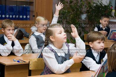 Дети в школе на уроке