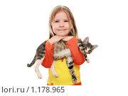 Купить «Весёлая девочка с  котенком», фото № 1178965, снято 18 октября 2009 г. (c) Круглов Олег / Фотобанк Лори