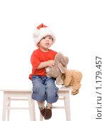 Купить «Маленький мальчик в шапке Деда Мороза на белом фоне», эксклюзивное фото № 1179457, снято 21 октября 2009 г. (c) Juliya Shumskaya / Blue Bear Studio / Фотобанк Лори
