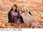 Купить «Девушка гуляет с собакой в осеннем лесу», фото № 1181365, снято 22 октября 2009 г. (c) Анна Игонина / Фотобанк Лори