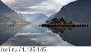Купить «Утренний Лустрафьорд», фото № 1185145, снято 8 августа 2009 г. (c) Марченко Дмитрий / Фотобанк Лори