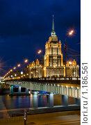 """Новоарбатский мост и гостиница """"Украина"""" (2009 год). Редакционное фото, фотограф Игорь Демидов / Фотобанк Лори"""