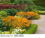 Скамейка среди цветов в саду Живерни (2009 год). Стоковое фото, фотограф Aleksey Trefilov / Фотобанк Лори